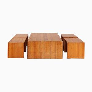 Sgabelli in pino massiccio e tavolino da caffè, anni '70, set di 4