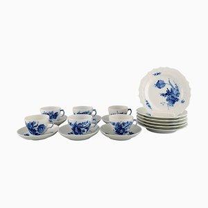 Servizio da caffè con fiori blu curvo di Royal Copenhagen, anni '60, set di 18