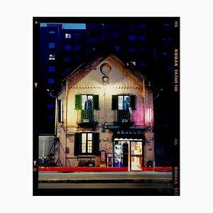 Tabacchi in der Nacht, Mailand, Architektonische Farbfotografie, 2019
