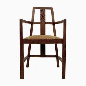 Geschnitzter Armlehnstuhl aus Holz mit Rückenlehne