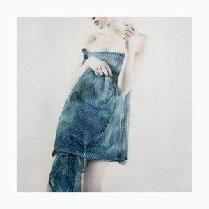 Fotografía Azul, figurativa y femenina, Mira Loew, Bright Bodies Series, 2016