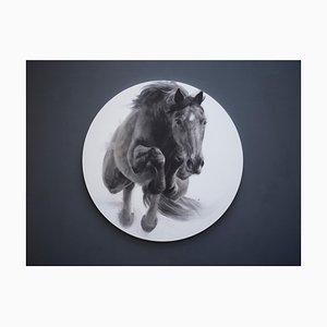 Eclipse, dibujo de caballo de salto, carboncillo, yeso y acrílico con tablero circular, 2019
