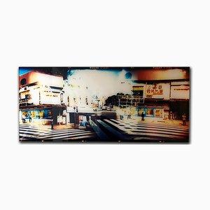 Tokyo Crossing, Contemporary and Elegant, Photographie sur Papier Perlé Métallique, 2010-2019