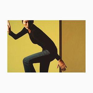 Escape, Acryl auf Leinwand, Contemporary Realismus Gemälde, Emotion Female Elegance, 2008