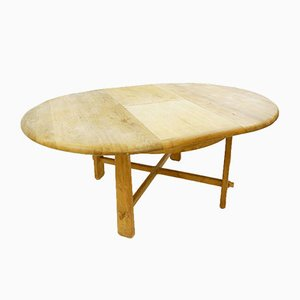 Round Extendable Dining Table in Solid Wood