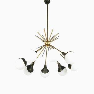 Lampada a sospensione a 8 luci in vetro opalino, ottone e metallo dipinto di Stilnovo, anni '50