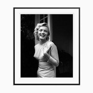 Affiche Happy Marilyn Argentée Résine Gélatine Encadrée en Noir par Evening Standard pour Galerie Prints