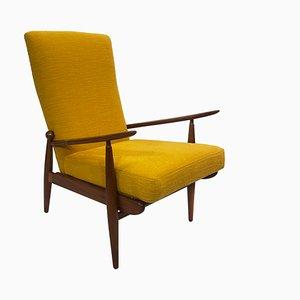 Poltrona Bouclé Mid-Century gialla con schienale alto di Scandart per Ercol, anni '60