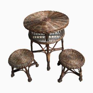 Tisch und 2 Hocker aus Korbgeflecht 1960er, 3er Set