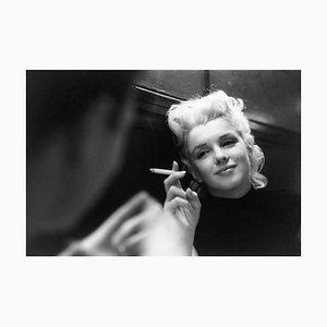 Marilyn Candid Moment Silber Gelatine Harz Druck, gerahmt in Weiß von Ed Feingersh für Galerie Prints