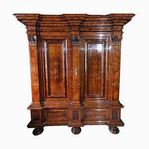 Frankfurt Wave Cabinet in Walnut with Pilasters, 1800s
