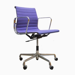 Chaise EA117 Office en Aluminium Violet par Charles & Ray Eames pour Vitra, 1990s