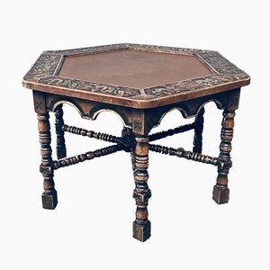 Tavolino da caffè o tavolino medievale lavorato a mano, anni '60