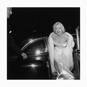 Marilyn Monroe Silbergelatine Harz Druck in Weiß von Murray Garrett