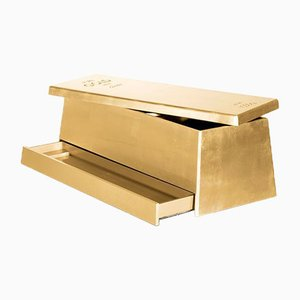 Goldene Spielzeugkiste von Covet Paris