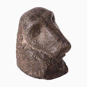 Scultura in marmo con testa di cane