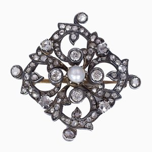 Antique Brooch in Gold and Silver with Old Mine Cut Diamonds, Rosettes and Pearl, Early 1900s