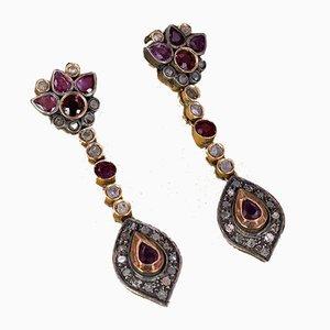 Pendientes estilo antiguo de oro de 14 quilates con rubíes y rosetones en forma de diamante. Juego de 2