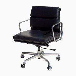 Silla de escritorio EA217 de cuero negro acolchado de Charles Eames para ICF De Padova