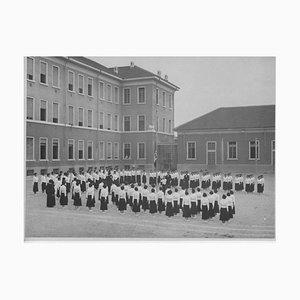 Unknown, Faschismus, Sportunterricht in einer Schule, Vintage Schwarzweißfoto, 1934