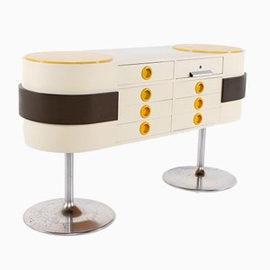 Pop-Art Counter in the style of Raymond Loewy