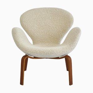 Swan Lounge Chair in Teak & White Bouclé by Arne Jacobsen for Fritz Hansen, 1960s