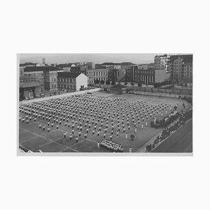 Période de Fascisme en Italie, Filles en Uniforme, Photographie Vintage Noir & Blanc, 1934