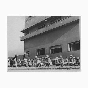 Sportunterricht in einer Grundschule während der faschistischen Periode in Italien, 1930er
