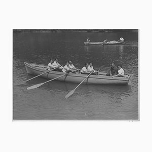 Faschistische Periode in Italien, Frauen in Ruderboot, Vintage Schwarzweißfotografie, 1930er