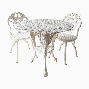 Tavolo e sedie da giardino Mid-Century in ghisa, Regno Unito, set di 3