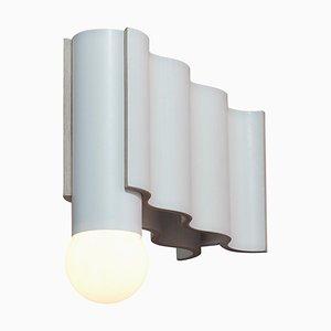 Weiße Corrugation Wandlampe von Theodora Alfredsdottir