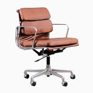 Silla de escritorio EA217 alemana de cromo y cuero anilino de Charles & Ray Eames para Vitra
