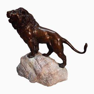Scultura raffigurante un leone in bronzo con base in pietra di Thomas François Quartier, 1879-1943