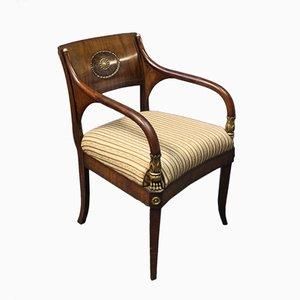 Antiker Armlehnstuhl aus Mahagoni & Messing, 1830er