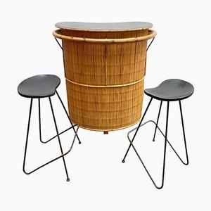 Mobile bar Mid-Century in bambù e 2 sgabelli alti, anni '60, set di 3