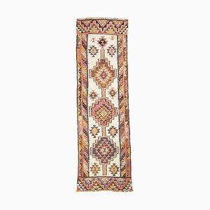 Geometrischer geometrischer Mid-Century Läufer aus elfenbeinfarbenem Wollstoff mit mehrfarbigem Muster