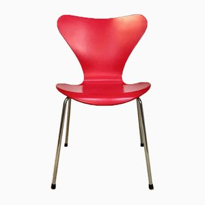 Sedia nr. 3107 impilabile rossa di Arne Jacobsen per Fritz Hansen, Danimarca, 1955