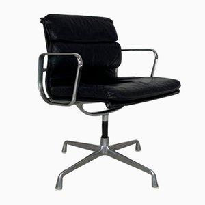 Schwarzer Leder Drehstuhl von Charles und Ray Eames für Herman Miller
