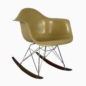 Rar Schaukelstuhl in Hellem Ocker von Charles Eames für Herman Miller
