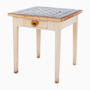 Kontinentaler Tisch mit Fliesenplatte