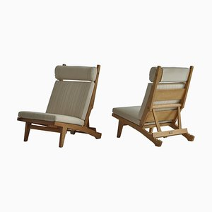 AP-71 Lounge Chairs in Oak & White Savak Wool by Hans J. Wegner for A. P. Stolen, 1968, Set of 2