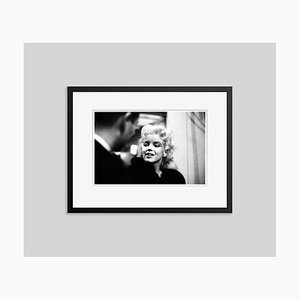 Stampa Marilyn Monroe Takes It to the Silver in resina nera di Ed Feingersh