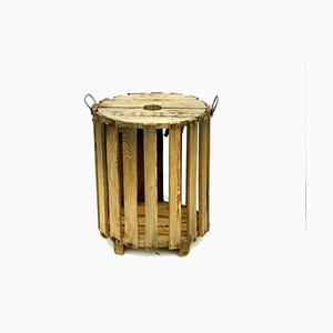 Kleiner Tisch aus Holzbrettern