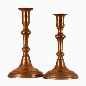 Kerzenhaltervasen aus 18. Jhdt. Mit Glocke und abgestufter Basis, 2er Set
