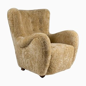 Skandinavischer Mid-Century Sessel aus Schafsfell