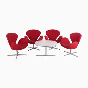 Swan Chairs with Table by Arne Jacobsen for Fritz Hansen, Set of 4