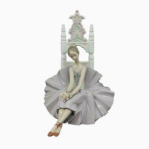 Model 6486 Girl Posing for a Portrait Ballerina Dancer Figurine from Lladro