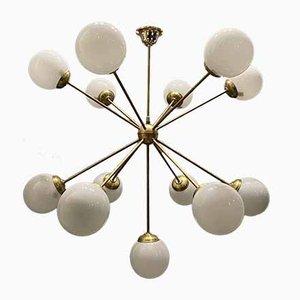 Lampadario Sputnik a 13 luci in ottone e vetro opalino