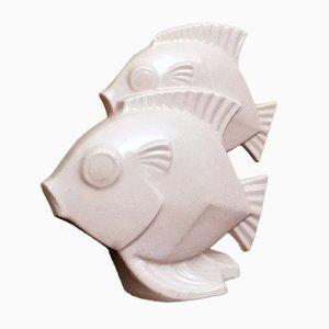 Französische Art Deco Skulptur von zwei Fischen aus Craquelé Porzellan