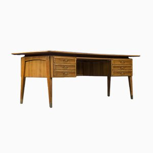 Großer Vintage Schreibtisch aus Nussholz, 1960